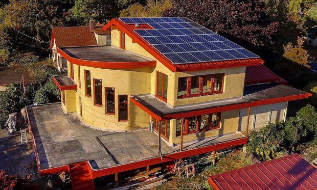 Conoce la casa solar remodelada con hempcrete, el hormigón de cáñamo