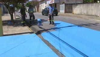Pintando las calles de azul para reducir el calor