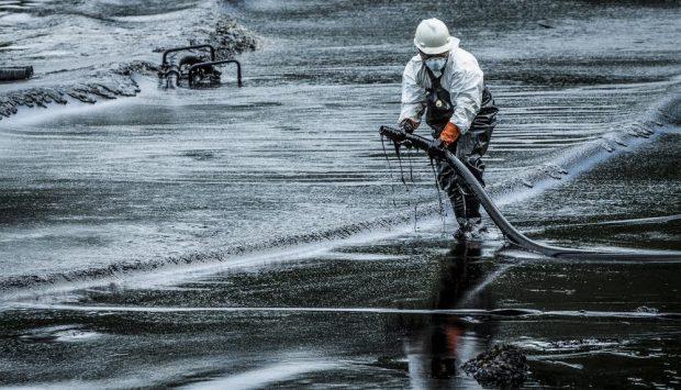 Limpieza derrame petroleo
