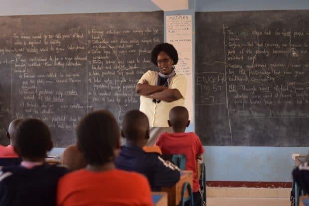 Clase en colegio de Nigeria