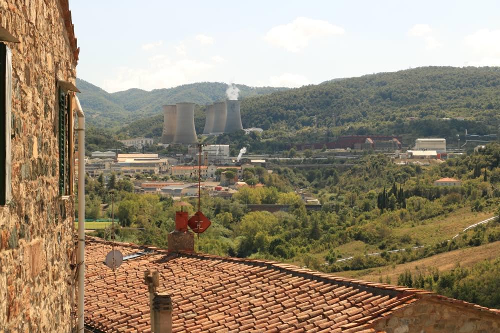 Larderello-planta-geotermica