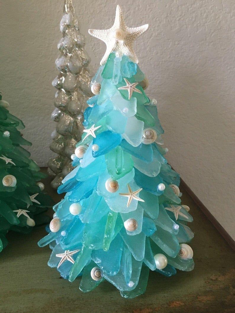 Árbol de Navidad casero hecho de vidrio marino