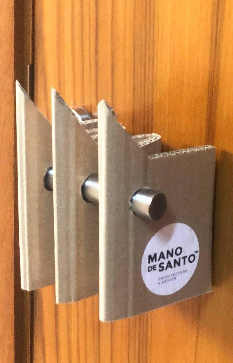 Protector de manillas para puertas de cartón que evita contagios y puedes hacer tu mismo