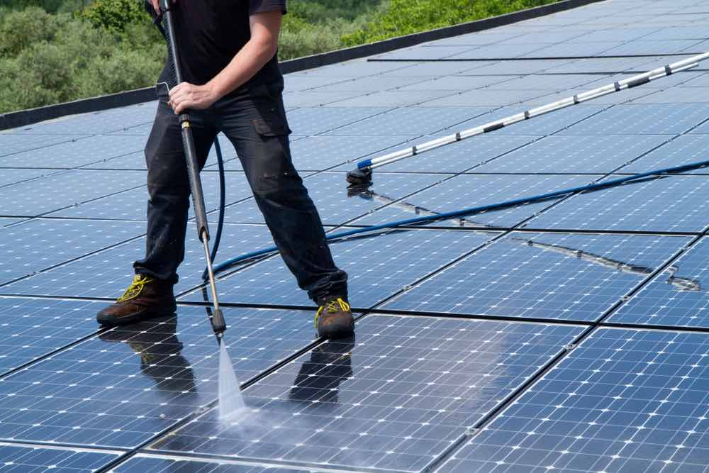 Panel-solar-limpieza