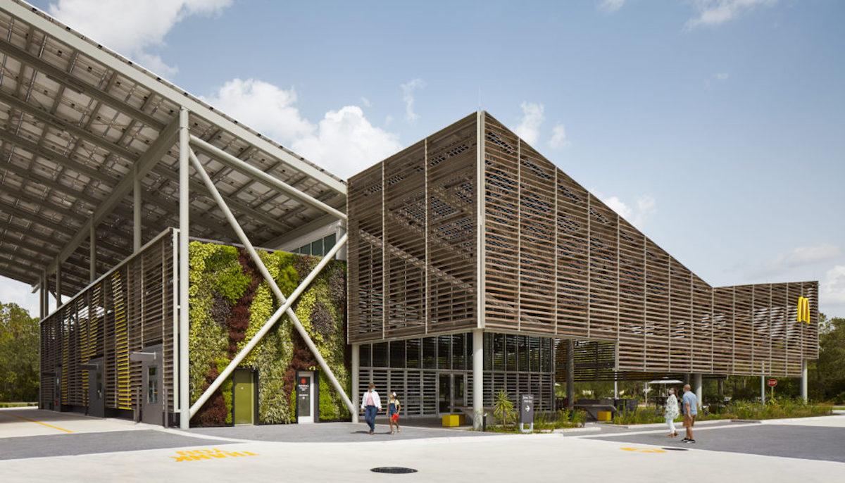 Primer restaurante cero emisiones de McDonald's gracias a un recubrimiento de vidrio fotovoltaico español